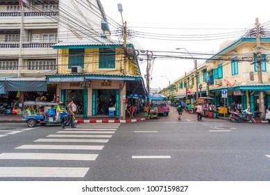 BANGKOK, THAILAND - NOVEMBER 19, 2017 : Tuk Tuk Parking Waiting A Tourist Passenger On The Road With Yellow Vintage Building In Bangkok, Thailand 2017