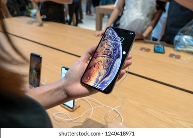 BANGKOK, THAILAND - NOVEMBER 2018 : Undefined asian woman hand holding the new iphone xs max product show in Apple store at the iconsiam department store on November 12, 2018 in bangkok, Thailand.
