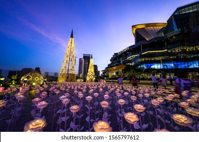 BANGKOK, THAILAND - NOVEMBER 2019 : The Iconsiam is department store high-end shopping malls Riverside Chao Phraya River. Decorate the lights during the Christmas season for tourists.