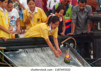 Bangkok, Thailand - november 27, 2004, loy krathong festival. girls sends on the water a raft filled with flowers and candles