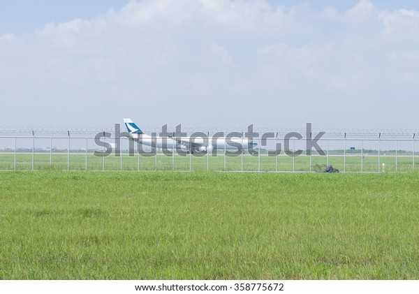 Bangkok, Thailand Oct 17 2015 : Cathay Pacific aircraft during landing at the Suvarnabhumi international airport in Bangkok Thailand.