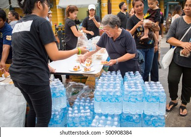 BANGKOK, THAILAND - Oct 18,2016 : Volunteers are offering free food & drink for Thai people who are attending the funeral King Bhumibol Adulyadej on October 18,2016 in Bangkok, Thailand.