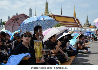 BANGKOK, THAILAND - OCT 22,2016 :peoples holds images of king of thailand, Crowds of mourners the Thai King Bhumibol (king of thailand) at Wat Phra Kaew on October 22, 2016 in Bangkok.