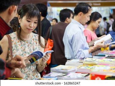 Bangkok, Thailand - October 18, 2013 : Unidentified visitors   in book fair  on October 18, 2013 in Bangkok, Thailand