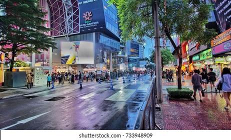 BANGkOK, THAILAND - OCTOBER 2017 : Thai people walk in Siam Square, Bangkok fowntown.