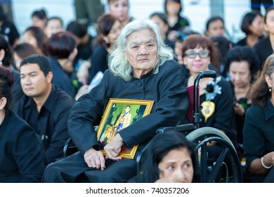 BANGKOK, THAILAND - OCTOBER 21, 2017 : People watch The royal cortege in King Rama IX cremation