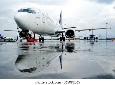 Bangkok Thailand October 9 2014:Thai Airways Boeing 737-400 parking after heavy rain in the morning at Suvanabhumi Airport.