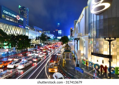 BANGKOK, THAILAND - SEP 16, 2015 :Central World shopping mall at night, Ratchaprasong intersection, Bangkok, Thailand