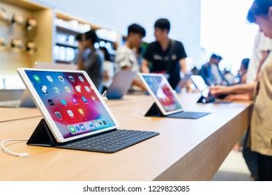 BANGKOK, THAILAND - SEPTEMBER 11, 2018:  Apple Store New Product. Ipad Pro with smart keyboard display at apple store in Iconsiam Bangkok Thailand.