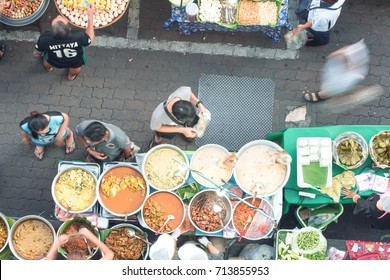 Bangkok, Thailand September 12, 2017, Bangkok street food There is a wide selection of food to choose from in the evening of the day. There will be people to buy to eat.