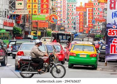 BANGKOK - THAILAND, SEPTEMBER 28 : People at Yaowarat Road(old town in Bangkok) and traffic on September 28, 2008. Yaowarat Road is a main street in Bangkok's Chinatown