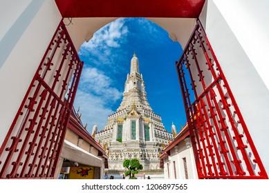 BANGKOK, THAILAND - September 30, 2018 : View Of Wat Arun Ratchawararam Ratchawaramahawihan With Sky, Wat Arun Temple The Most Famous Landmarks Of Thailand, Thailand 2018