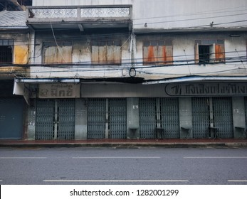 Bangkok, Thailand -September 8,2018 : Front View Old House in Bangkok Thailand, Werng Nakhon Kasem, a century-old Bangkok in Yaowarat, Chinatown Bangkok, SapanLek Yaowsrat, Old house exterior.