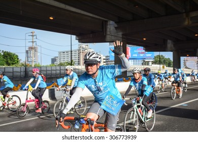 """BANGKOK THAILAND,AUG 16-2015 : Unidentified People in """"Bike for Mom""""even that show respect to queen of Thailand by the participant cycling lead by prince,August 16,2015,Bangkok,Thailand"""