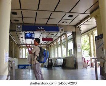 Bangkok Thailand.BANGKOK THAILAND-16 JULY 2019:The way to the subway(MRT) of Hua Lamphong station.on Bangkok Thailand.BANGKOK THAILAND-16 JULY 2019.