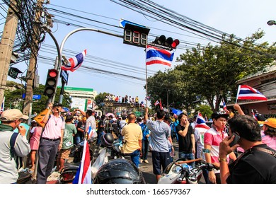 BANGKOK, THAILAND-DECEMBER 9 : The big group of protestors to at Democracy monument on Ratchadumnoen road in Bangkok on December 9, 2013 in Bangkok, Thailand