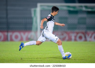 BANGKOK THAILAND-Oct15:Juliano Mineiro of Chonburi F.C.hit the ball during the Thai Premier League Between Army Utd F.C.and Chonburi F.C.at Royal Thai Army Stadium on October15,2014 in Thailand