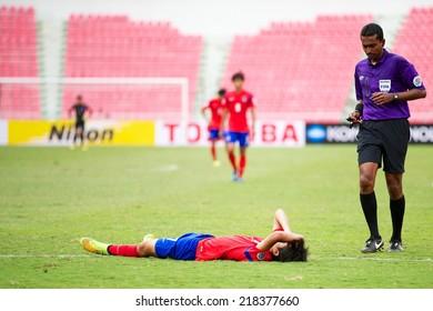 BANGKOK THAILAND-SEPTEMBER 17:Referee Ammar Ali Abdulla Jumaa Aljnbidi (R) in action during the AFC U-16 Championship Korea Republic and Syria at Rajamangala Stadium on Sep17,2014,Thailand