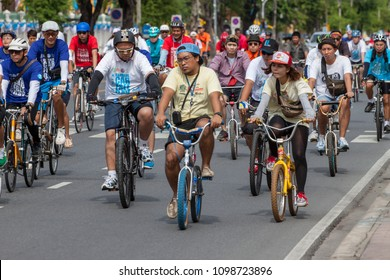 BANGKOK, THAILAND-SEPTEMBER 22: Group of cyclists Participated in the activity Car Free Day  campaign on September 22, 2013 in Bangkok, Thailand.