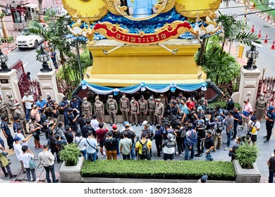 Bangkok, Thailand-September 4: 2020: Anti-government protesters are talking to police officers in front of Royal Thai Police, Bangkok, Thailand.