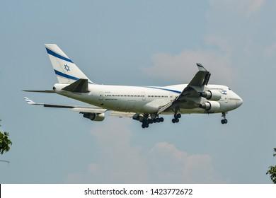 Imágenes, fotos de stock y vectores sobre A Silhouette Airliner