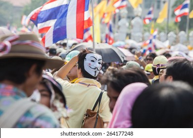 BANGKOK-December 9 : The Thai people protest against the government of Yingluck Shinawatra on the road around Government House  on December 9, 2013 in Bangkok, Thailand.