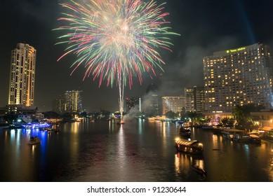 BANGKOK-JAN 01:The happy new year 2011 exploding fireworks over chaophraya river in bangkok Thailand on January 1,2011 in Bangkok