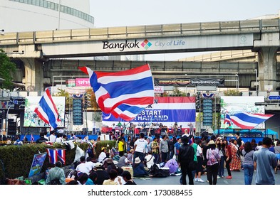 BANGKOK-JAN 22 : Unidentified protesters gather Patumwan intersection to anti government and ask to reform before election with 'Shutdown Bangkok concept' on Jan 22, 2014 in Bangkok, Thailand.