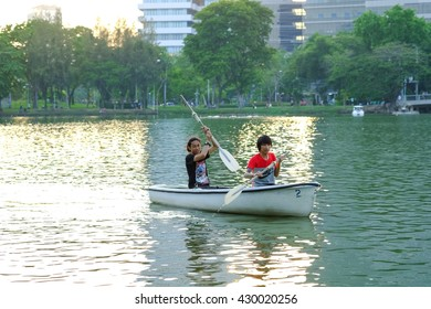 Bangkok-Thailand Apr 6 2016: The two men were paddling in the pool and enjoy the park. Lumphini Park