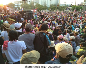 BANGKOK,THAILAND- DECEMBER 22,2013 : Victory Monument ,Protesters to listen to the speeches of boycotting the government's Prime Minister Yingluck Shinawatratnon December 22,2013 in Bangkok,Thailand.