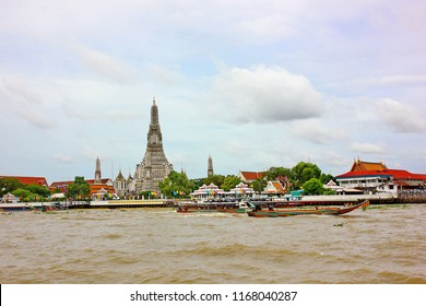 BANGKOK,THAILAND-26 AUGUST:2018:The tourist visit Wat Aroon by boat