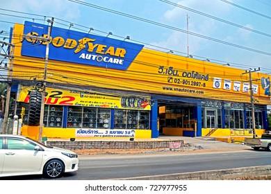 BANGKOK-THAILAND-APRIL 19 : Commercial Building near the road in the city, April 19, 2016 Bangkok, Thailand