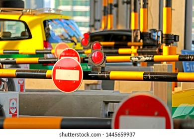 BANGKOK-THAILAND-APRIL 21 : The traffic on the Toll booth in the city of Thailand, April 21, 2018 Bangkok, Thailand