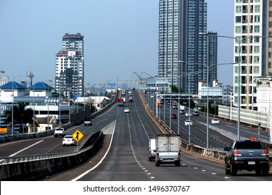 BANGKOK-THAILAND-APRIL 4 : The traffic on the highway in the city, April 4, 2018, Bangkok, Thailand.