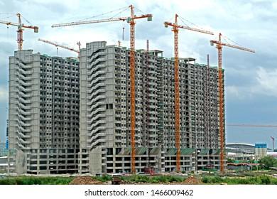 BANGKOK-THAILAND-AUGUST 18 : The construction & crane of condominium building in the city, August 18, 2016, Bangkok, Thailand.