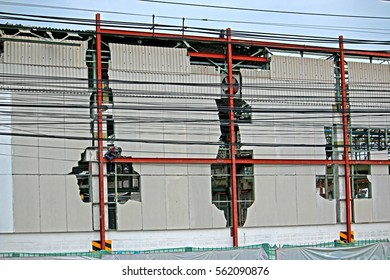 BANGKOK-THAILAND-AUGUST 27, 2015 : Construction of the old wall of Commercial Building near the road on August 27, 2015 Bangkok, Thailand.