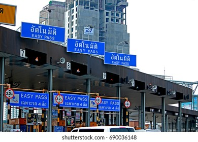 BANGKOK-THAILAND-FEBRUARY 19 : Turnpike tolls on highway in the city on February 19, 2016 Bangkok, Thailand.