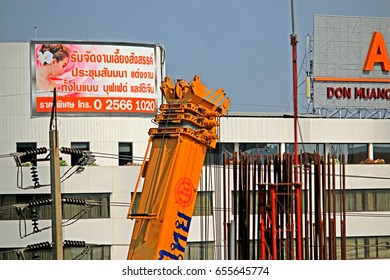BANGKOK-THAILAND-FEBRUARY 24 : Construction of the concrete structure new sky train in the city on February 24, 2016 Bangkok, Thailand