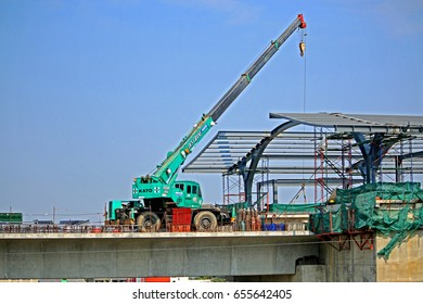 BANGKOK-THAILAND-FEBRUARY 24 : Crane construction of the concrete structure new sky train in the city on February 24, 2016 Bangkok, Thailand