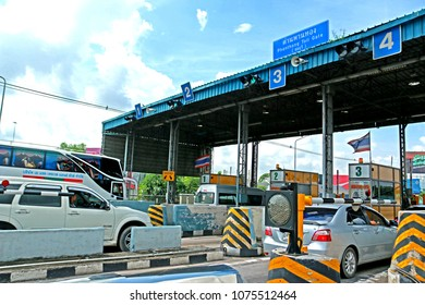 BANGKOK-THAILAND-JULY 15 : Turnpike tolls on highway in the city, July 15, 2016 Bangkok, Thailand