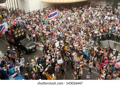 BANGKOK,THAILAND-JUNE 16 : Unidentified demonstrators from the anti- government  V for Thailand group wearing  Guy Fawkes masks attend rally on public traffic road on June 16,2013 in Bangkok,Thailand.