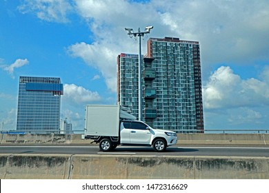 BANGKOK-THAILAND-MARCH 19 : View of Building, advertise billboard & traffic Jam on the highway in the city of Thailand, March 19, 2018 Bangkok, Thailand