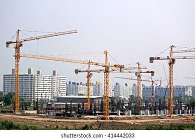 BANGKOK-THAILAND-MARCH 20 : Construction crane for construction new building on March 20 , 2015 Bangkok, Thailand.