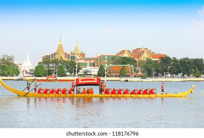 "BANGKOK,THAILAND-NOVEMBER 6: ""Dang barge"" was in the last dress rehearsal of the Royal Barge Procession for the Royal Kathin Ceremony at Chaopraya river on November 6,2012 in Bangkok,Thailand"