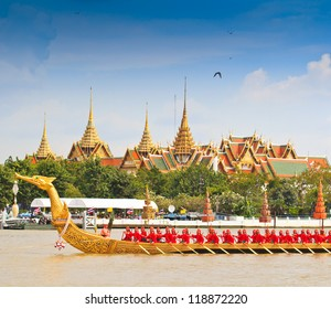 BANGKOK,THAILAND-NOVEMBER 9:Decorated barge parades past the Grand Palace at the Chao Phraya River during Fry the Kathina ceremony cloth of Royal Barge Procession on Nov. 9, 2012 in Bangkok,Thailand