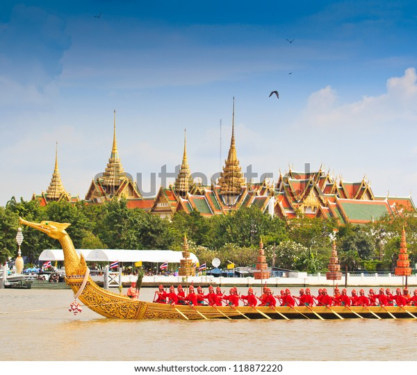 BANGKOK,THAILAND-NOVEMBER 9:The Royal Barge Suphannahong Suphan Swan boat or Suphannahong boat in Chao Phraya river at Bangkok Thailand on Nov. 9, 2012 in Bangkok,Thailand