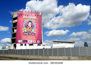 BANGKOK-THAILAND-OCTOBER 10 : View of the billboard on highway & blue sky on October 10, 2014 Bangkok, Thailand.