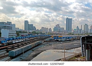 BANGKOK-THAILAND-OCTOBER 21 : The railway of train in the city, October 21, 2016 Bangkok, Thailand