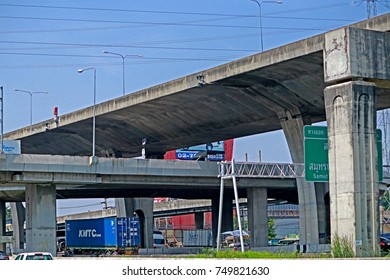 BANGKOK-THAILAND-OCTOBER 30 : The concrete highway in the city, October 30, 2017 Bangkok, Thailand