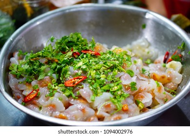 Banh bot loc - Bot loc cake, Hue Cuisine (a kind of steamed cake covered with braised shrimp and meat)